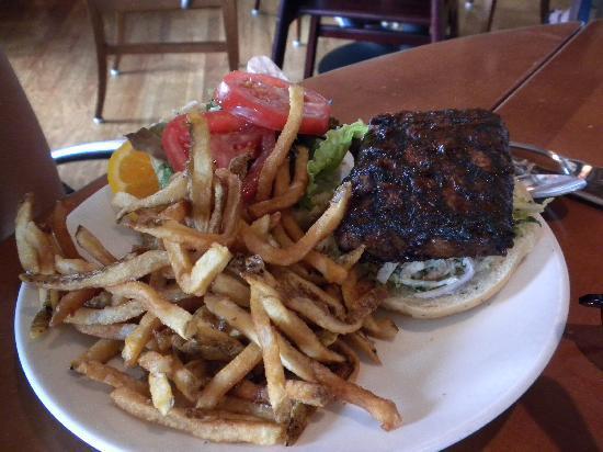 Food Dance Cafe: BBQ Tempeh burger