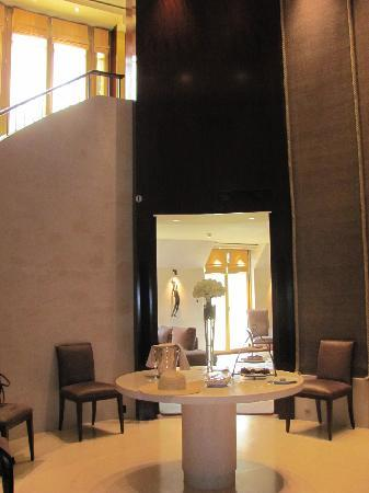Park Hyatt Paris - Vendome: foyer and stairs to bedroom