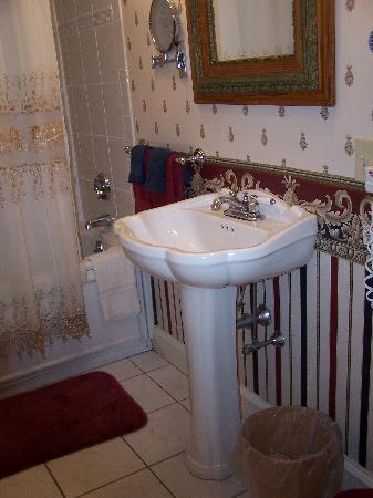 Cleftstone Manor: Bathroom