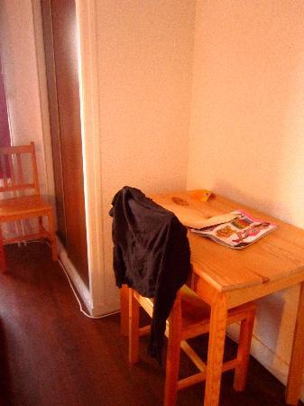 Ma Normandie : Desk in room