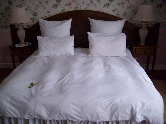 Hotel Eberwein: The lovely comfortable bed