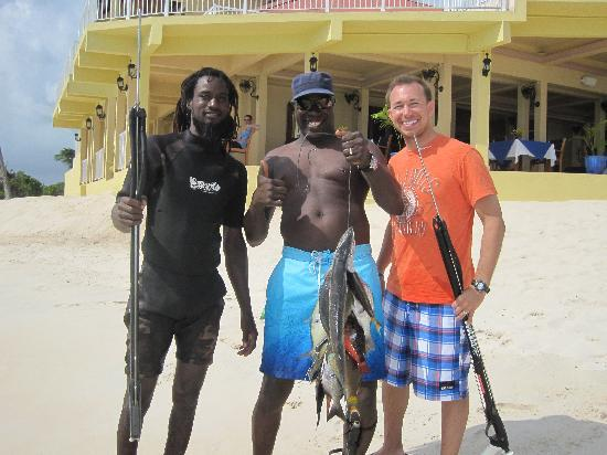 Lighthouse Bay Resort Hotel: Spearfishing with Speedy & Kevin!