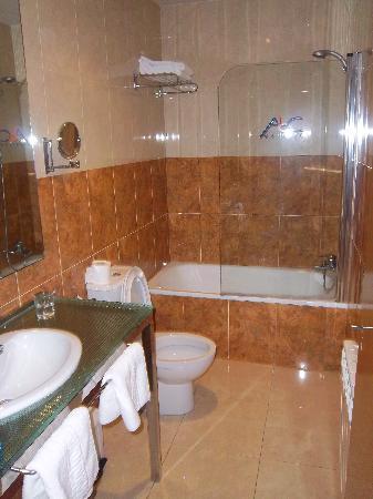 ABC Hotel Conde de Miranda: Baño