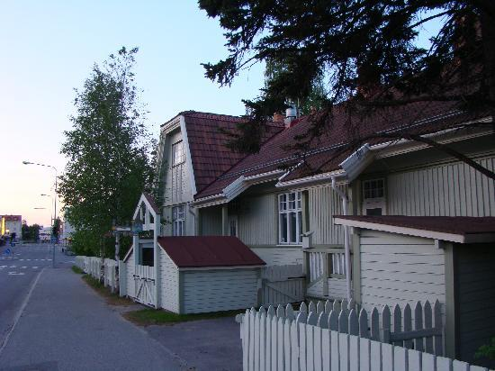 Rovaniemi - old wooden building (2am)
