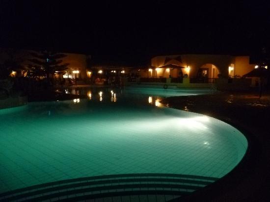 L'Ecrin Sandra Club: piscine la nuit