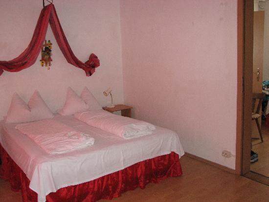 Pension Lettie: Photo of the top floor room #6.  It also had a twin bed in the same room, and another twin bed i