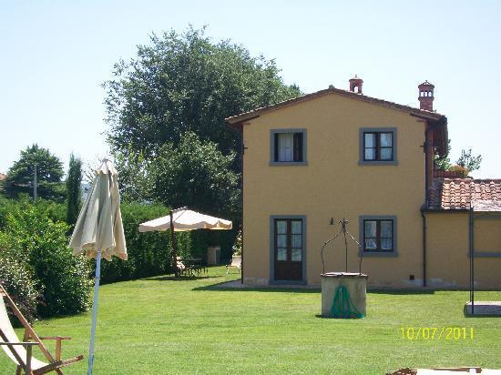 Un appartamento dell 39 agriturismo il giardino degli ulivi for Il giardino degli ulivi monteviale