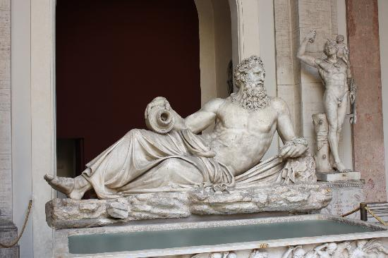 Icon Tours : Vatican Museum Marble Sculpture