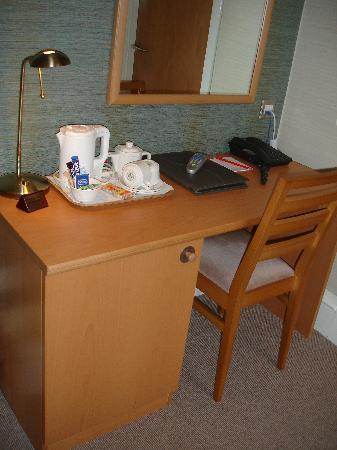 Dunavon House Hotel: The desk