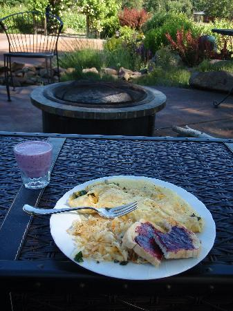 Vineyard View Bed & Breakfast: A gourmet breakfast served under a clear sky