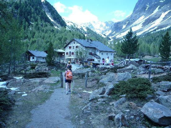 Bernina Pass: rifugi val di campo