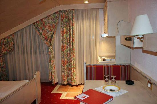 Ferienclub Breitenbergerhof: View toward window, bed, kitchenette, dinette.