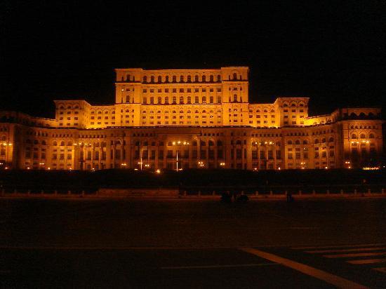 Bükreş, Romanya: la grandezza del parlamento