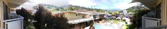 The Lodge at Tiburon: panoramic view of the courtyard