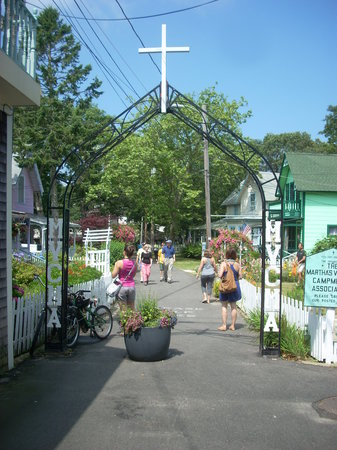 Oak Bluffs, MA: The main entrance to the Campground from the shopping area.