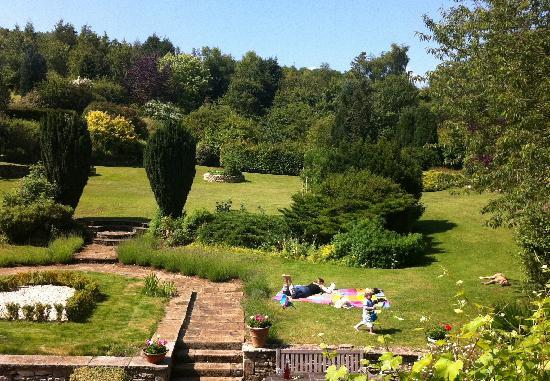 Blanche House B and B: View from our room/sunbathing in the garden