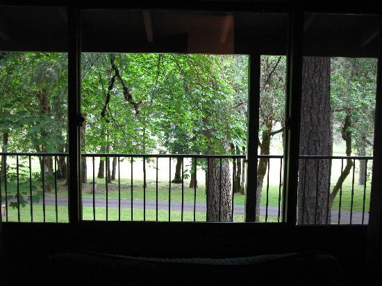 Morrison's Rogue River Lodge: View Out Cabin Window