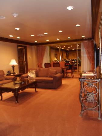 Suncoast Hotel and Casino: Sitting area of suite