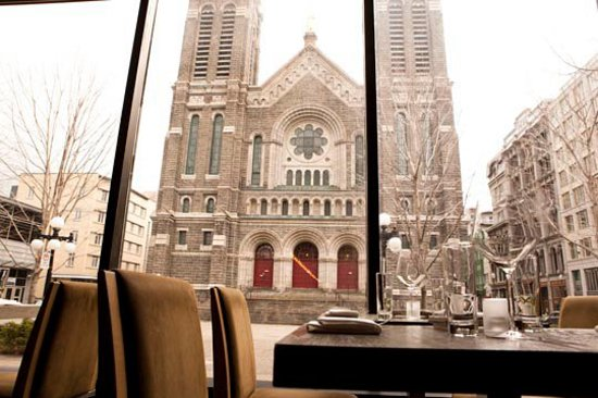 Restaurant TABLE: View on St-Roch Church
