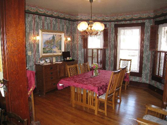 Albert Shafsky House Bed and Breakfast: Dining Room
