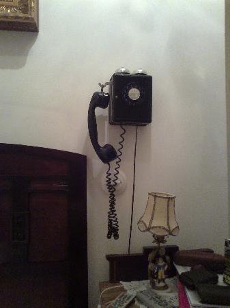 Hostal L' Antic Espai: teléfono antiguo en uso
