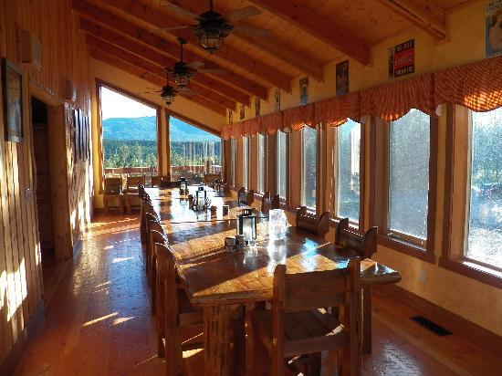 The Great Bear Inn: Who wouldn't want to eat in this room every day?