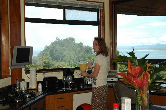 Tulemar Bungalows & Villas: Smoothies with a view!