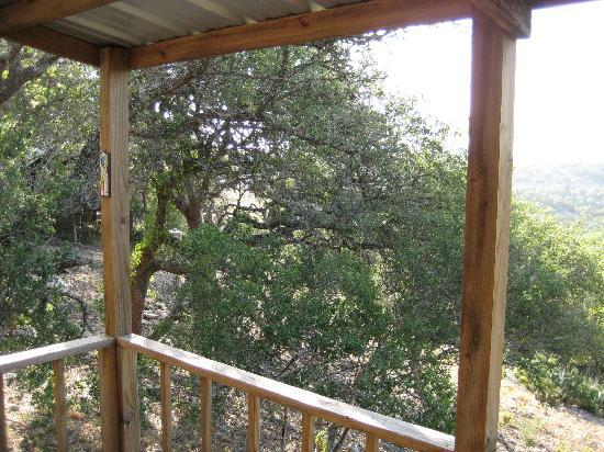 Walnut Canyon Cabins: Looking out from the balcony