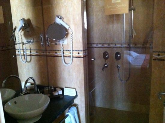 Arena di Serdica Residence Hotel: baño