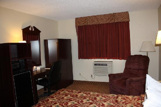 Super 8 Clawson/Troy/Detroit Area: Super 8 room2