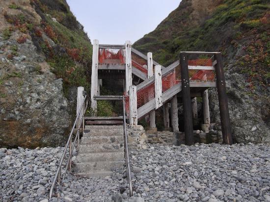 Plaskett Creek Campground : Stairs down to Sand Dollar Beach
