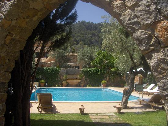 Valldemossa Hotel: entrence to the pool