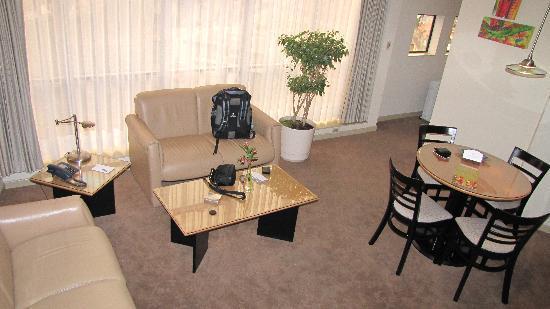 Casa Grande Suites: Living Room