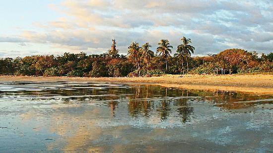 Gilded Iguana Hotel: Playa Guiones in Nosara