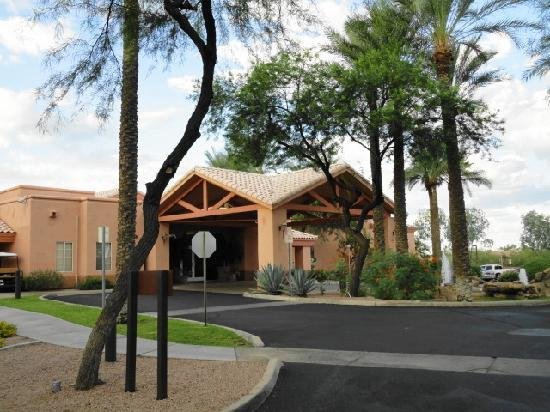 Resort entrance area picture of scottsdale villa mirage for 13th floor scottsdale az