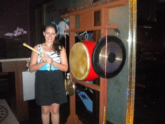 Tokyo Japanese Steak House & Sushi Bar: Ring the gongs and drum to announce your arrival!