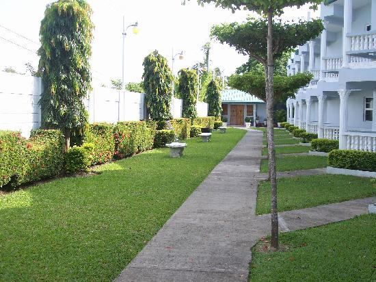 Sunspree Resort Ltd. : Well manicured grounds
