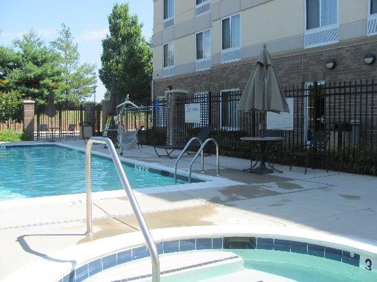 Hilton Garden Inn Annapolis : Pool area