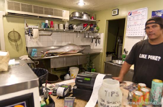 Da Poke Shack: See the newly caught yellow-tail on the counter?!