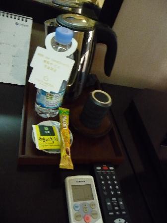 メトロ ホテル ソウル, サービスの水やお茶・コーヒーなど