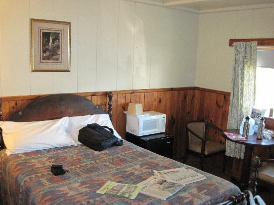 Park Motel and Cabins: inside cabin