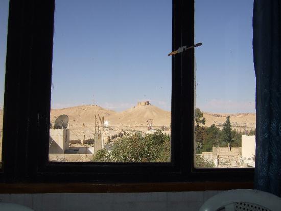 Tower Hotel: レストランからアラブ城が見えます。