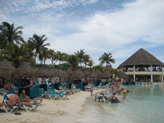 Occidental at Xcaret Destination: beach,, good drinks...