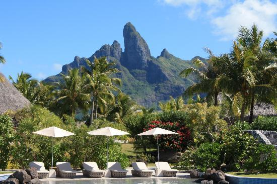 The St. Regis Bora Bora Resort: Aparima Bar & Pool