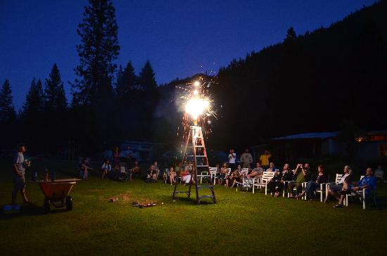 Otter Bar Lodge : 4th of July Fireworks