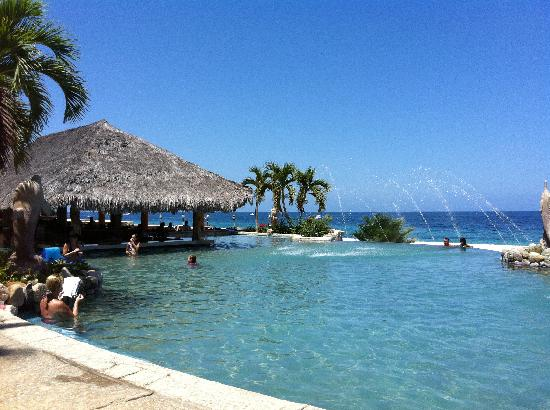 Hotel Palmas de Cortez: Infinity pool and Bar