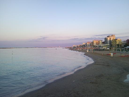 Hotel Agostini: tramonto a Bellaria-Igea Marina