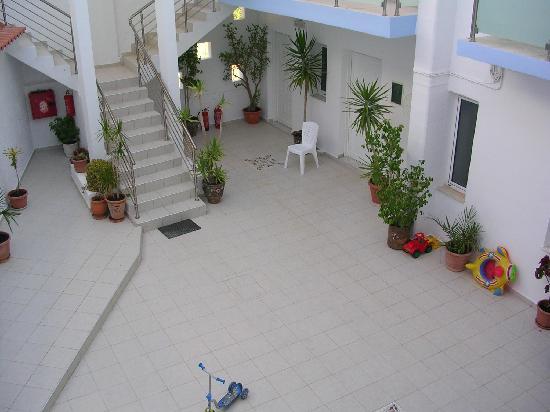 Hotel Areti: cour intérieur