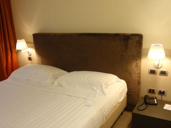 UNA Hotel Modena: the bed
