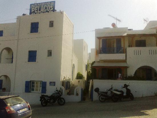 Pelagos Hotel: TThe hotel entrance